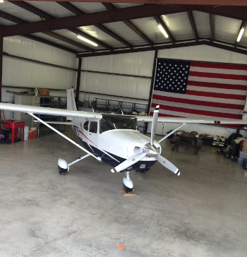 Cessna in Hangar 350 364